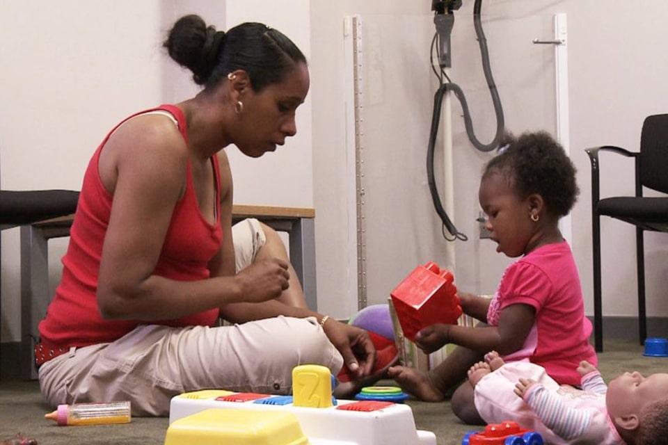 به تعاملات روزانه با کودک توجه کنید