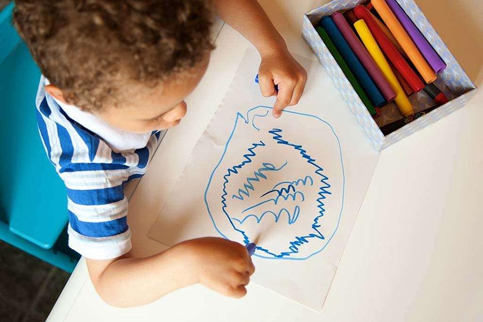 مرحله اول نقاشی کودک: خط خطی