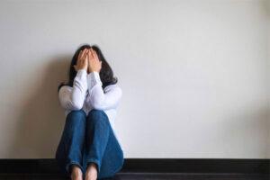 علائم و درمان افسردگی در نوجوانان